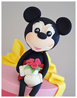 Mickey with roses bouquet cake