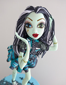Monster High girls birthday cake